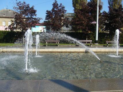 FOTKA - Pardubice - fontána........