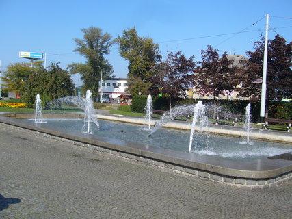 FOTKA - Pardubice - fontána.........