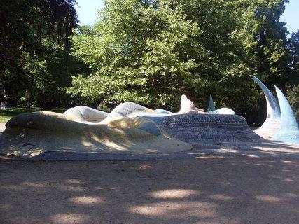 FOTKA - Pardubice - fontána v parku