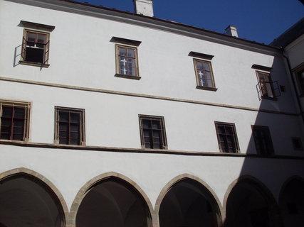 FOTKA - Pardubice - nádvoří zámku