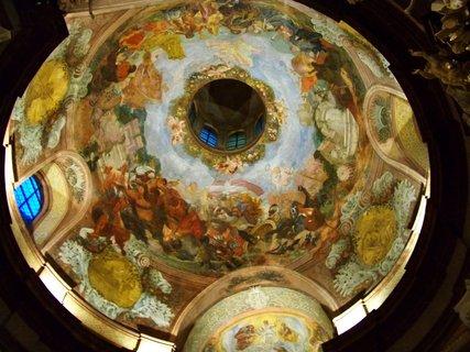 FOTKA - Noc kostelů, Kunratice - kostel Sv. Jakuba Většiího, malba na kopuli kostela
