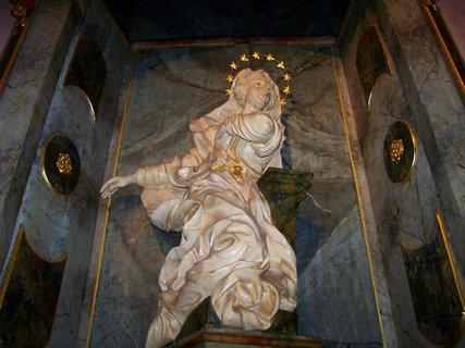 FOTKA - další socha v barokním kostele Kunratice..