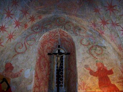 FOTKA - tato ��st nen� p��stupn�, je to ��st p�vodn�ho gotick�ho kostela, kter� vyho�el, poch�z� ze 13 stolet�, jsou zde zachovan� p�vodn� malby