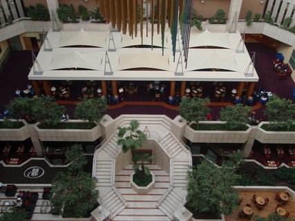 FOTKA - Pohled z výtahu na hotelové restaurace