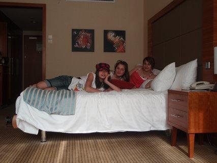 FOTKA - Testujeme postel :-)