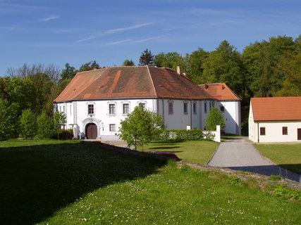 FOTKA - zámecký areál Chanovice, pův. tvrz přestavěná na zámek