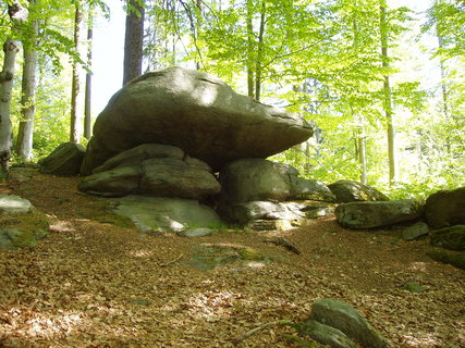 FOTKA - naučná stezka kolem Chanovic nás zavede např. k  Žižkovu kameni
