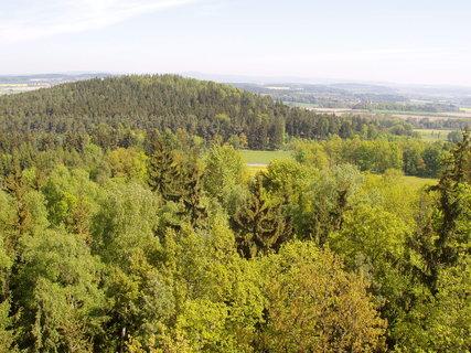 FOTKA - kraj kolem Chanovic z rozhledny na Chlumu (otevřena od 6.8.2010)