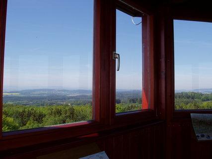 FOTKA -  z rozhledny na Chlumu u Chanovic (výška 31 m, 136 schodů)