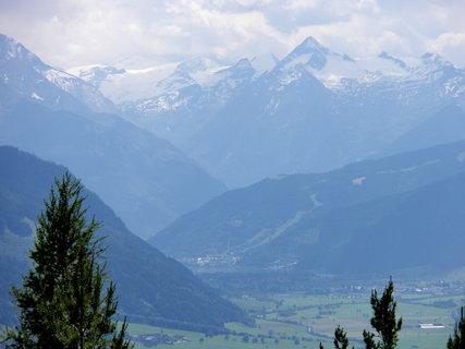 FOTKA - Pohled na Zellerské jezero a Kitzsteinhorn