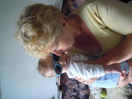 FOTKA - Samuelek s bab ičkou a nové brýle