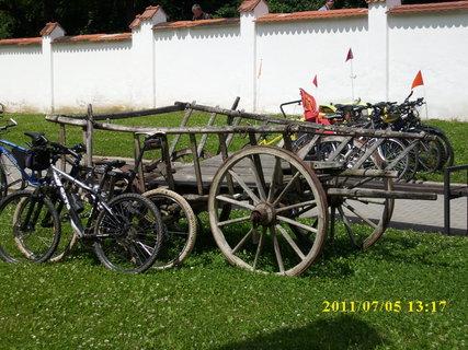 FOTKA - Na dvorku u skanzenu - Strážnice