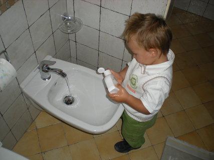 FOTKA - po praci umyt rucicky
