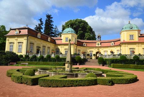 FOTKA - Nádvoří zámku Buchlovice