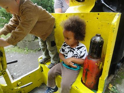 FOTKA - Sedím na místě strojvedoucího, ale malý muž bílý si myslí, že je lepší řidič