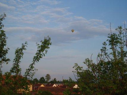 FOTKA - balón nad městem .