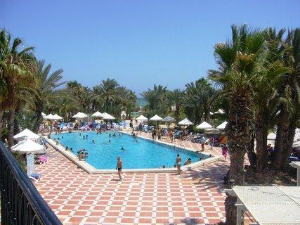 FOTKA - Pohled z hotelu na bazén