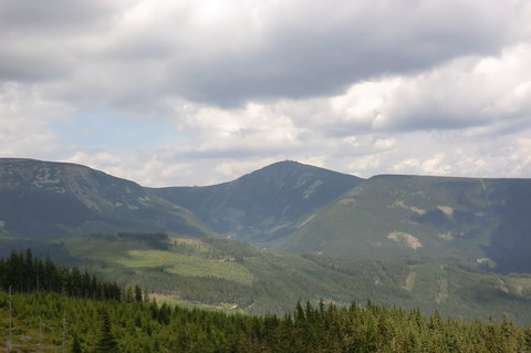 FOTKA - Výhled na Sněžku z Hnědého vrchu (nad Pecí)