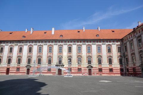FOTKA - Nádvoří zámku, nepřístupného veřejnosti