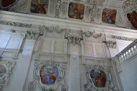 FOTKA - V kapli roudnického zámku - poměrně zachovaná výzdoba