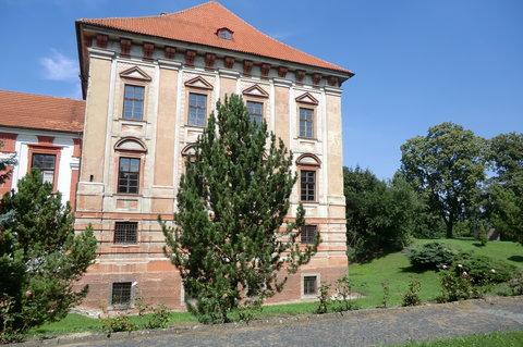 FOTKA - Pravé křídlo rozsáhleho roudnického zámku