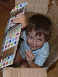 FOTKA - Druhá nejlepší hračka..obyčejna velka krabice
