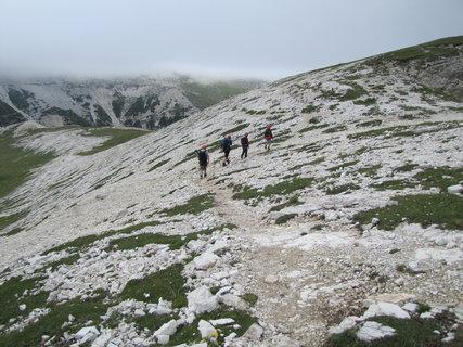 FOTKA - Turisté pod mlhou