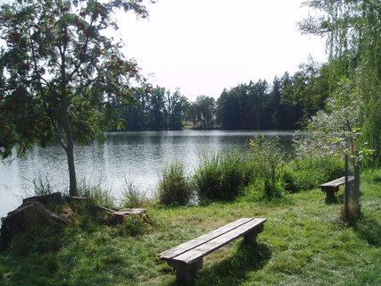 FOTKA - posezení u rybníka