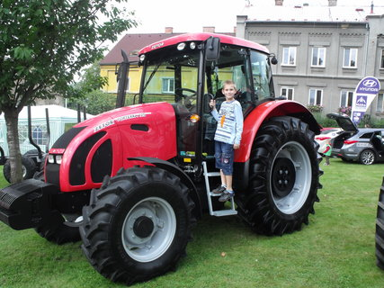 FOTKA - Daneček na traktoru