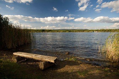FOTKA - Lavička na břehu