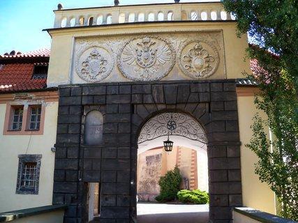 FOTKA - Vstup do zámku Poděbrady