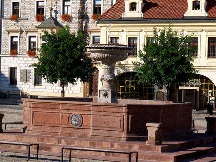 FOTKA - Kolínská kašna na náměstí