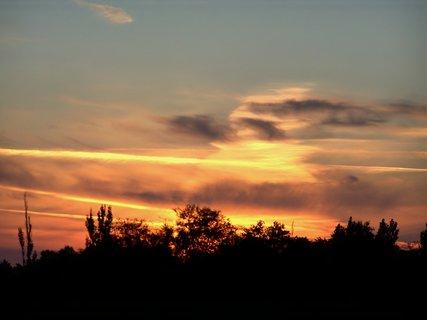FOTKA - Nehoří, -jen svítá