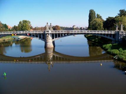 FOTKA - Zrcadlení Nymburského mostu