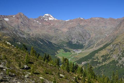 FOTKA - obec uprostřed hor