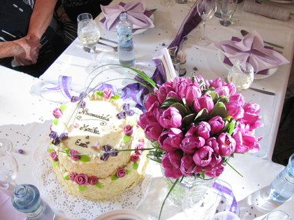 FOTKA - svatební dort a kytice