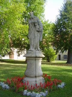 FOTKA - Benediktinský klášter s kostelem sv.Petra a Pavla v Rajhradě u Brna     ...... ..