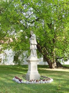 FOTKA - Benediktinský klášter s kostelem sv.Petra a Pavla v Rajhradě u Brna     ...   .   .