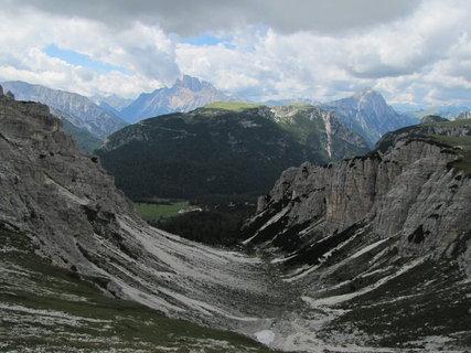 FOTKA - Temné údolí a osvělené hory
