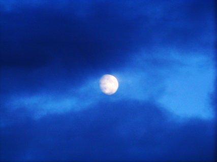 FOTKA - večer začíná a měsíc se schovává....