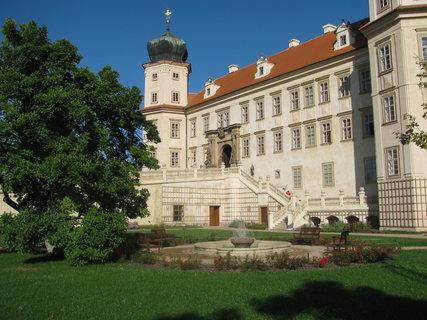 FOTKA - Pohled na zámek z parku
