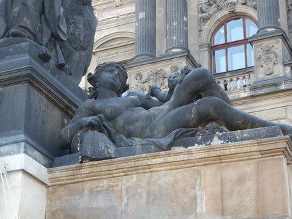 FOTKA - socha Vltavy - na rampě u Národního muzea, Václavské nám.