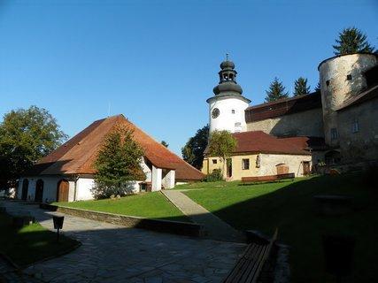 FOTKA - Nádvoří hradu Úsov ze 13 století