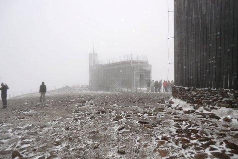 FOTKA - Turisté na Sněžce - 7.X.2011