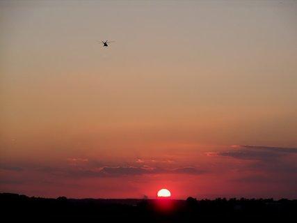 FOTKA - Zářijová západovka s vrtulníkem
