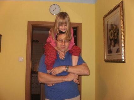 FOTKA - mazlení s tatínkem :-)