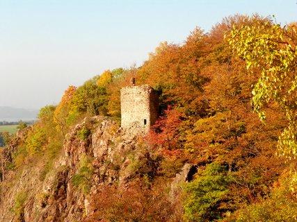 FOTKA - Zřícenina v podzimním objetí