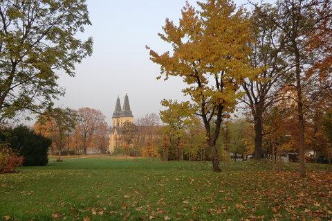 FOTKA - V parku nad kostelem