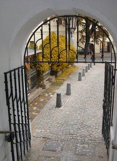 FOTKA - branka u schodiště u Velkého náměstí ke kasárnám