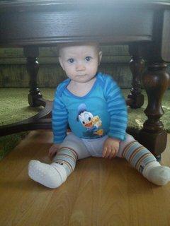 FOTKA - Pod stolem